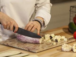 Shivakashi- Niebanalny beż, odważna czerwień w Twojej pracowni kulinarnej.