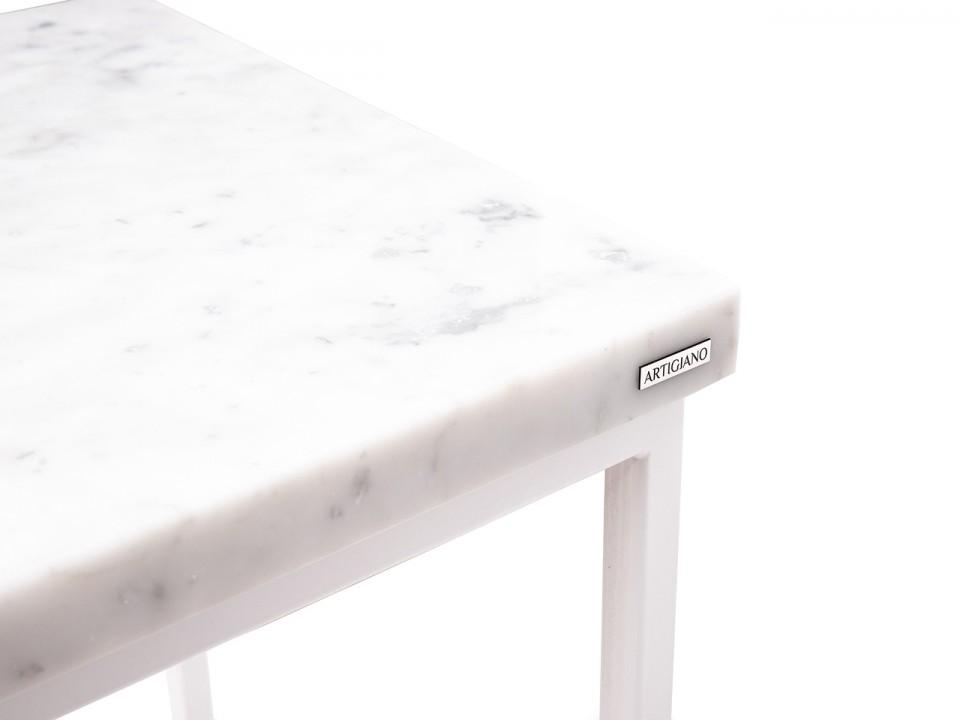 Wysoki stolik White Queen z blatem marmurowym Carrara