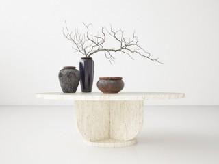 Niski okrągły stolik kawowy z beżowego trawertynu Classico Romano. Blat średnicy 70cm nowoczesna stylistyka
