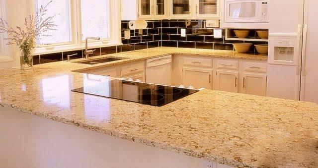 Blat do kuchni z jasnego granitu