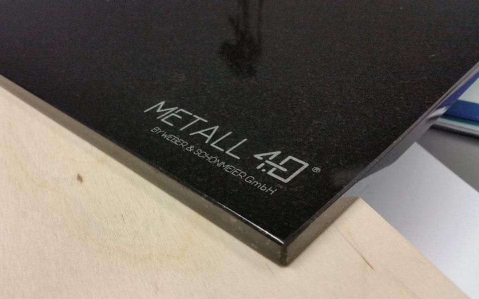 Deska do krojenia z kamienia z logo